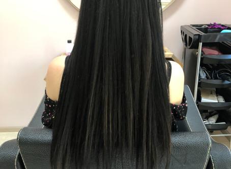 Stahování tmavé barvy v kadeřnictví Hair Art Design - Praha