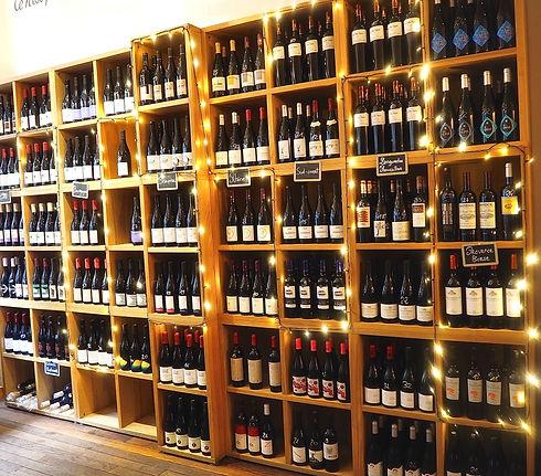 Bouteilles de vin en rayon