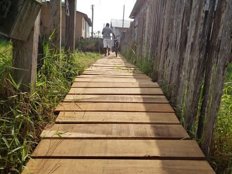 Prefeitura municipal de Tarauacá está construindo mais um trapiche em área de difícil acesso