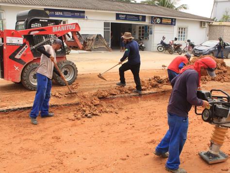 Prefeito em exercício Raimundo Maranguape acompanha obras de recuperação de ruas