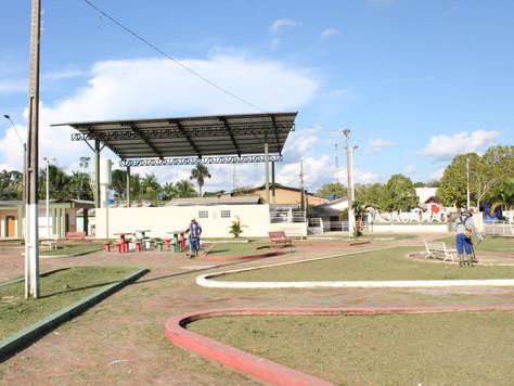 Prefeitura realiza limpeza e revitalização de praças públicas