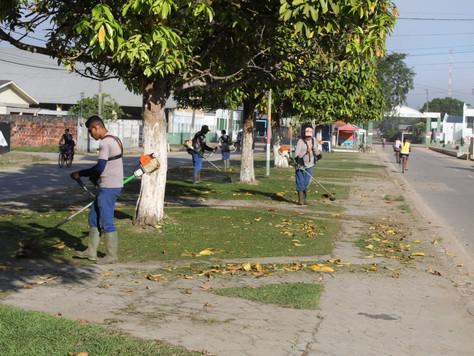 Prefeitura segue com a limpeza em espaços públicos e praças
