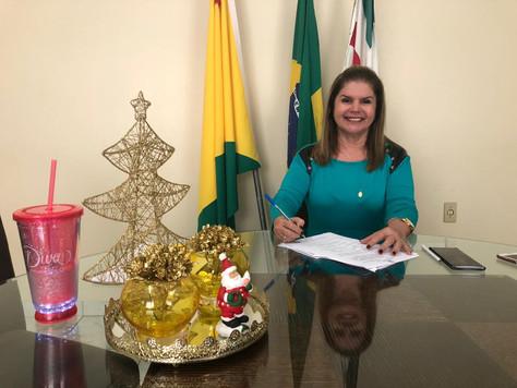 """LEI DO UNIFORME GRATUITO"" PARA ALUNOS DA REDE MUNICIPAL É SANCIONADA PELA PREFEITA MARILETE VITORIN"