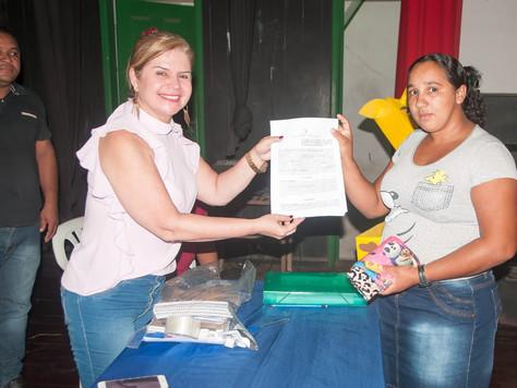 PREFEITA MARILETE PRESTIGIA CERIMÔNIA DE ASSINATURA DE CONTRATO DOS AGENTES DO ASINHA