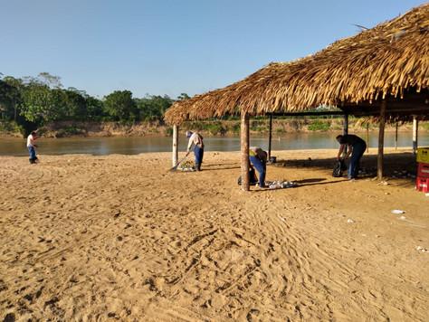 Prefeitura realiza ação de limpeza na praia de Tarauacá