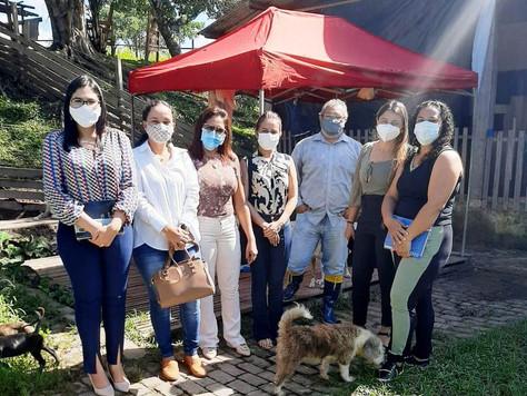"""Prefeita de Tarauacá Maria Lucinéia visita ONG """"Cão Amigo"""""""