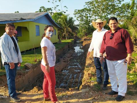 Prefeitura trabalha na implantação de rede de drenagem profunda no bairro Novo