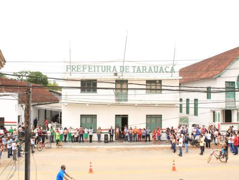 No Dia do Médico, servidores municipais fazem oração em frente à Prefeitura de Tarauacá