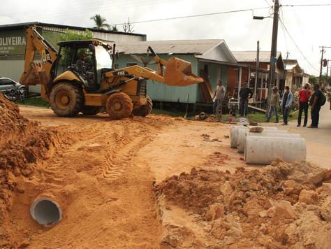 Prefeitura amplia obras de drenagem profunda e de recuperação de ruas em Tarauacá