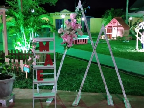 Praça Valério Caldas de Magalhães ganha decoração de Dia das Mães
