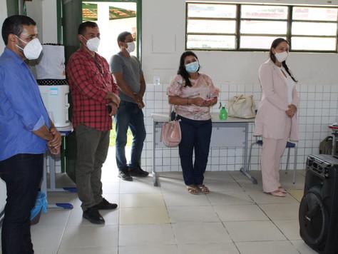 Secretária de educação Lucicléia e deputado Jesus Sérgio visitam escola em Tarauacá