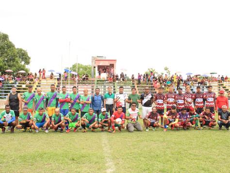 Equipes indígenas disputam a final do Campeonato de Campo da Comunidade do Caucho