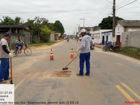 Operação tapa buraco segue pelas ruas centrais e bairros