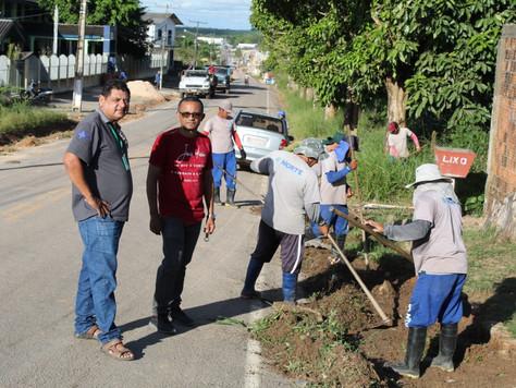 Prefeitura volta a intensificar a limpeza de ruas e espaços públicos em Tarauacá