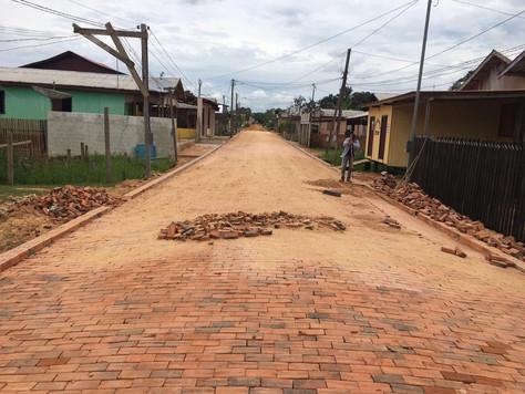 SERVIÇOS DE PAVIMENTAÇÃO AVANÇAM NA RUA PAULO LINS DE ALBUQUERQUE