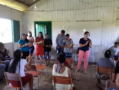 Secretária de Educação se reúne com comunidade do Tauari