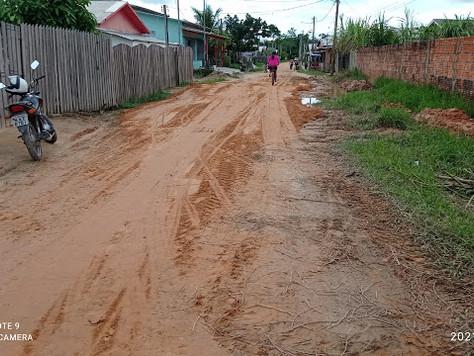 Prefeitura de Tarauacá limpa e recupera ruas do Bairro Praia