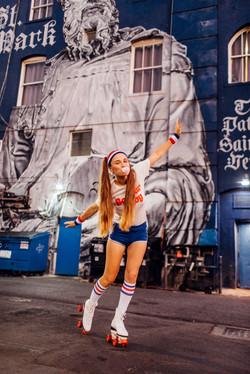 Photoshoot Girl inflates gum