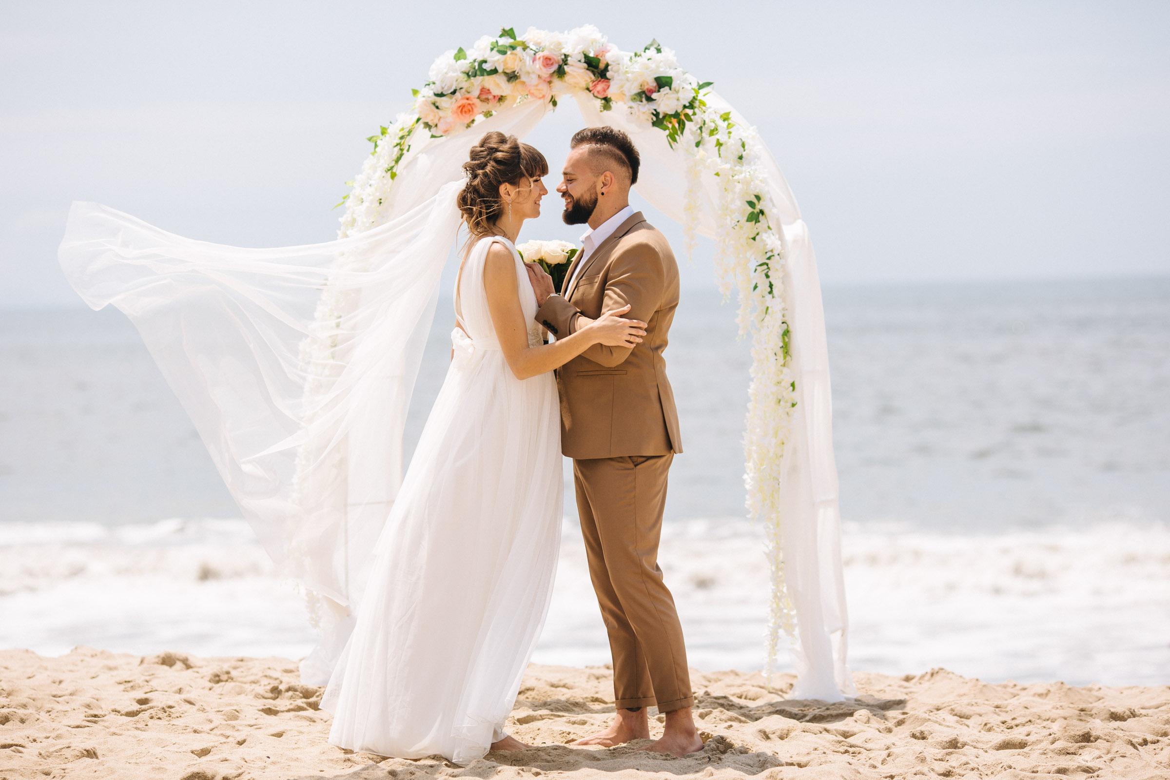 Beach Wedding in Los Angeles _ Bride and