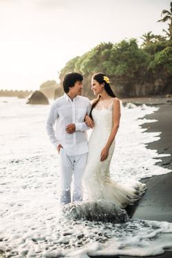 Wedding photo session at the ocean