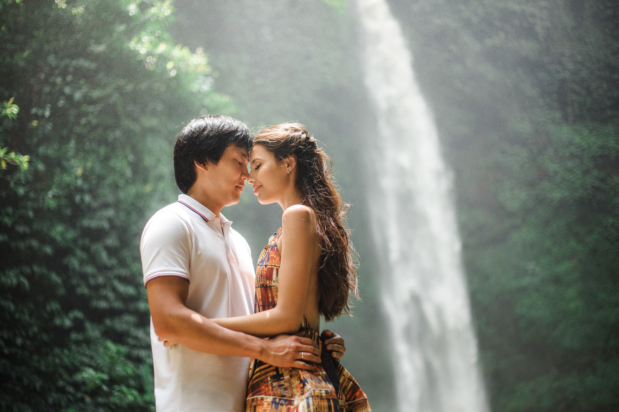Photoshoot love at the waterfall