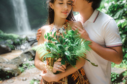 Engagement photographer in Hawaii