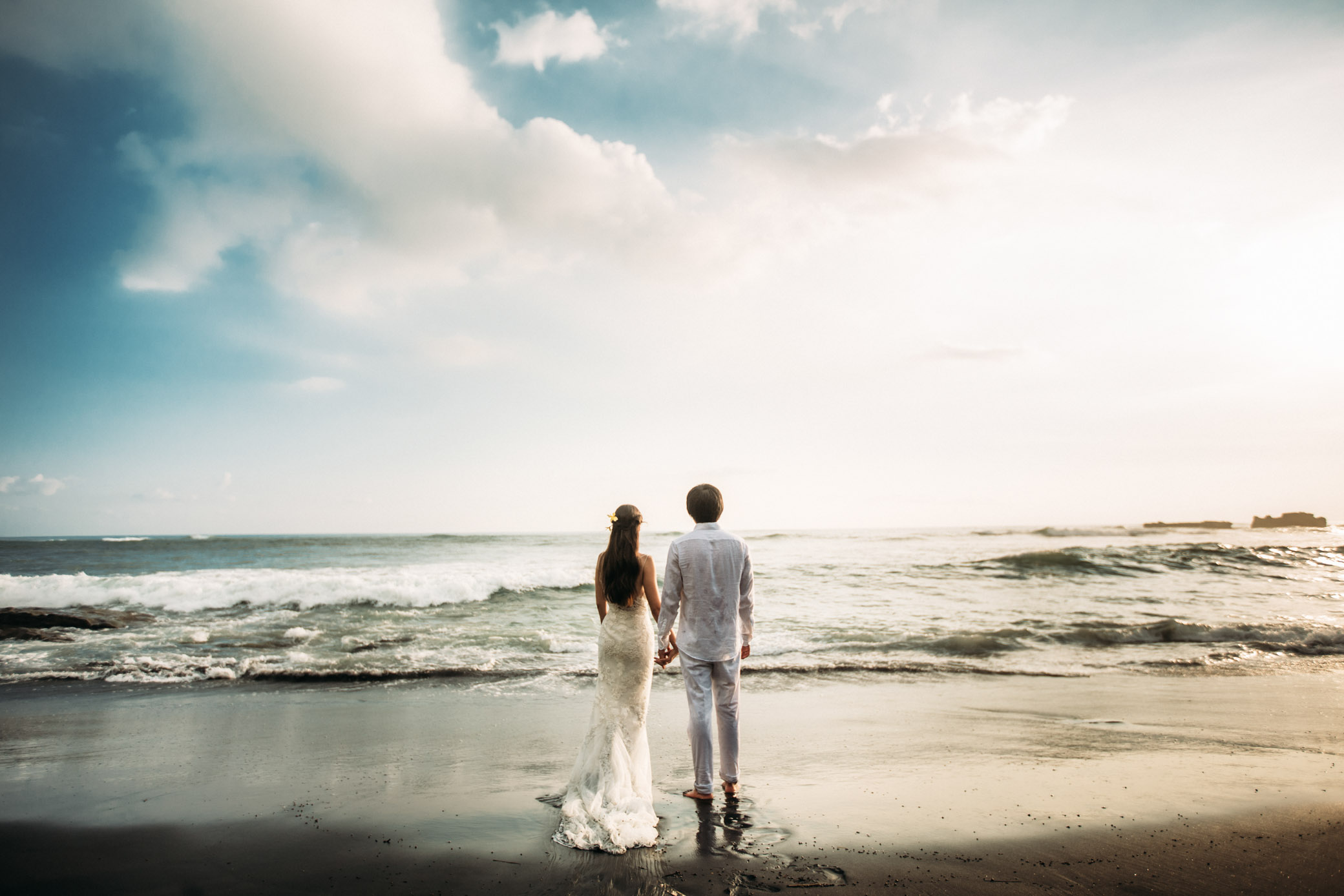Wedding photoshoot at the ocean