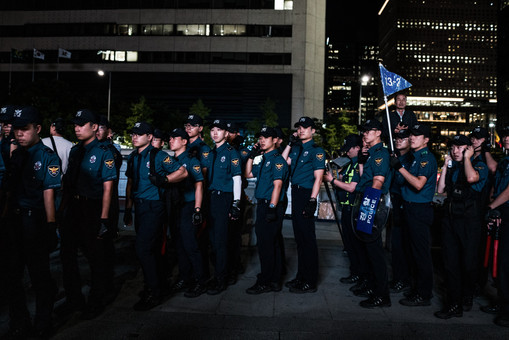 ACrowther-SouthKoreaPolice-1.jpg