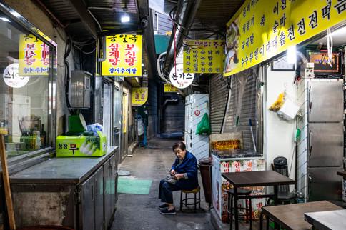 Alone in a Market