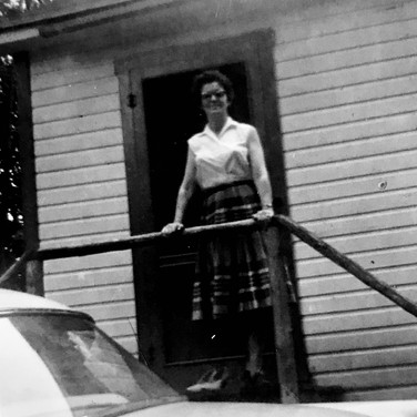 Dot at the cabin, Lakefield