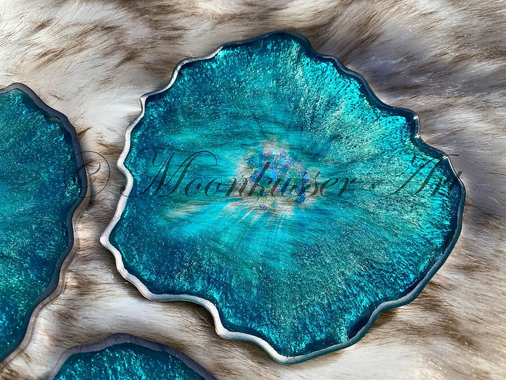 Geode Resin Art Coasters - Seaside Geodes, teal pigment and glitter center