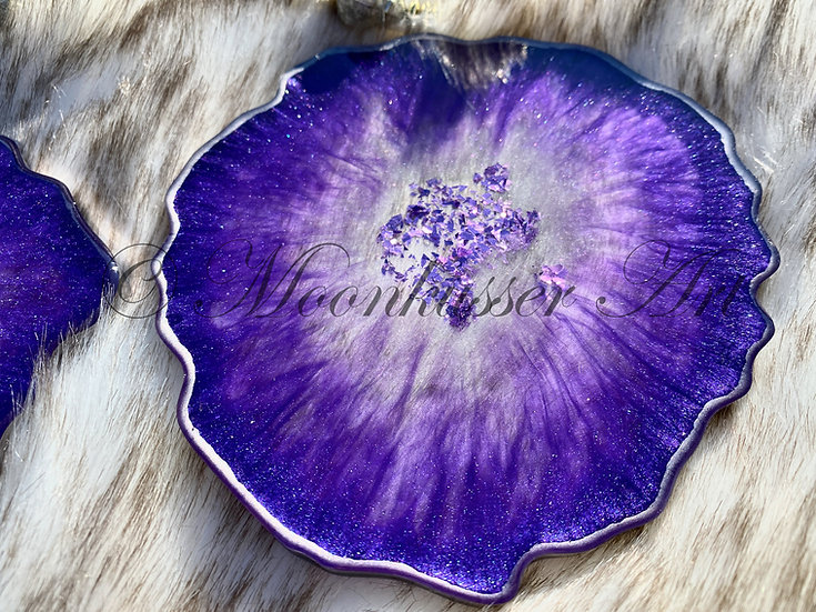 Geode Resin Art Coasters - Charoite Geodes, lavender pigment and glitter center