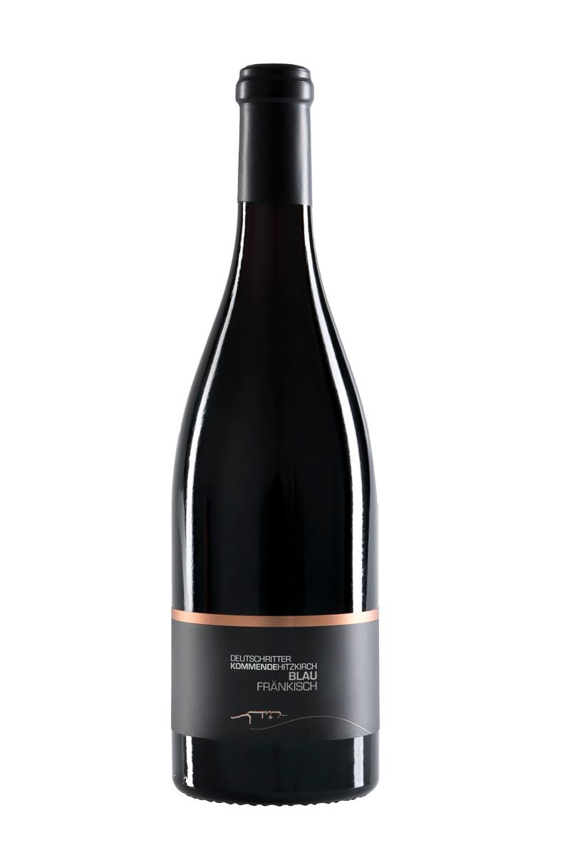 Weinflasche fränkischer Wein fotografiert und freigestellt