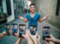 Handykurs von Huawei mit Meet and Greet mit Luca Hänni in der Altstadt, Schweizer Sänger und Star mit David Avolio
