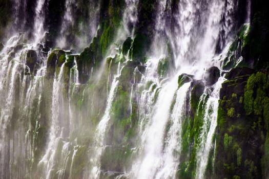 Vapor producido por la caída de agua