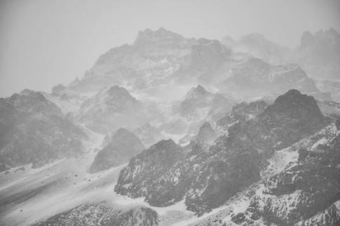 Nevada y nubes bajas en Las Cuevas