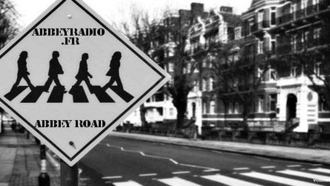 En interview  et en écoute sur trois radios anglaises  :Abbeyroad Radio , Radio London et Radio Caro