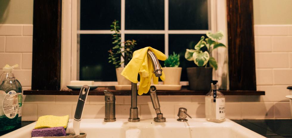clean-counter-dishwashing-2796103.jpg