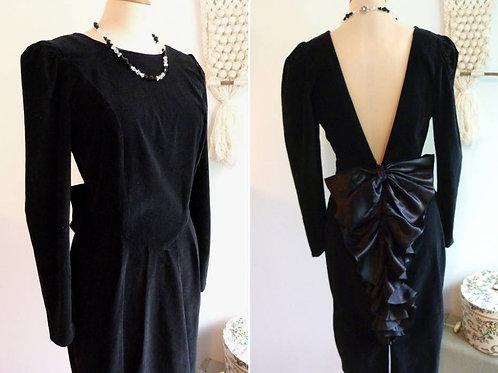 Robe de soirée en velours noir à froufrous