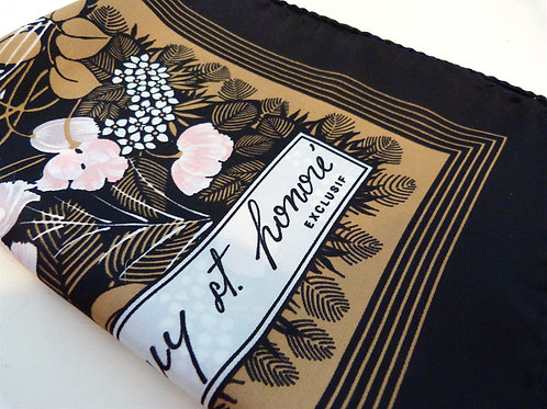 Grand foulard carré à motif floral, Guy St-Honoré
