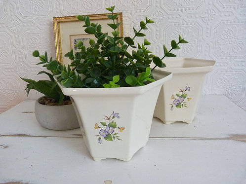 Set of 2 ceramic planters with floral design