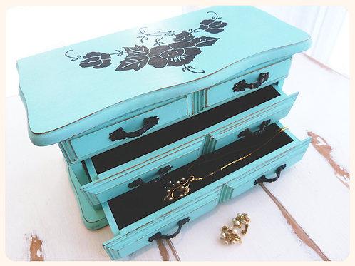 Boîte à bijoux revampée, bois peint à la main, turquoise, shabby chic