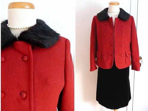 Manteau court rouge en laine, col fourrure