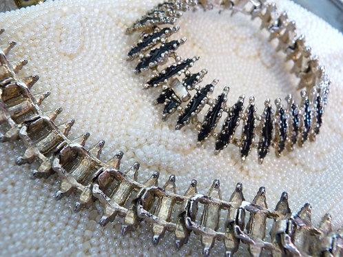 Bracelet en métal argenté et émail noir, style brutaliste