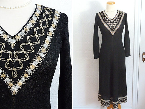 Robe longue en crochet noir et or