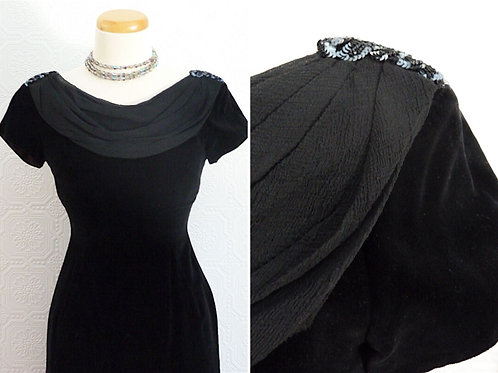 Short dress in black velvet, veil and sequins