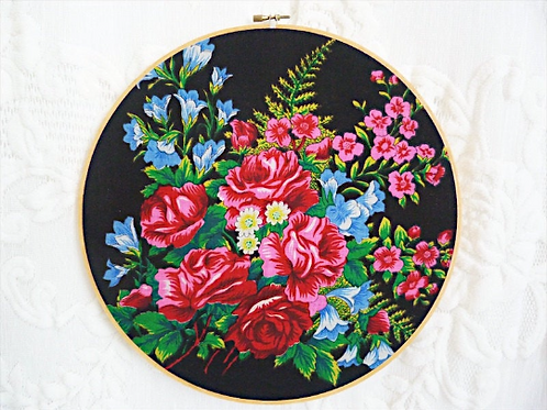 Japanese flowers wall decoration - Embroidery hoop and vintage scarf