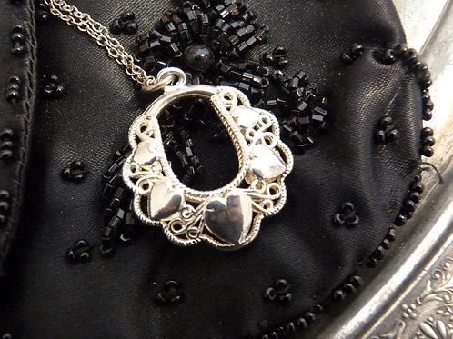 Collier en argent massif avec pendentif orné de coeurs