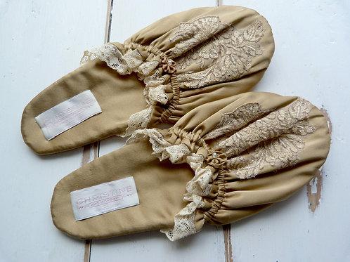 Chaussons légers en soie - Christine Vancouver