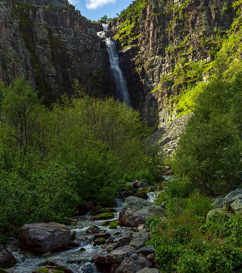 Njupeskärs vattenfall i Dalarna, känt som Sveriges högsta vattenfall. Klicka på pilarna i vänstra hörnet för större version av bilden.